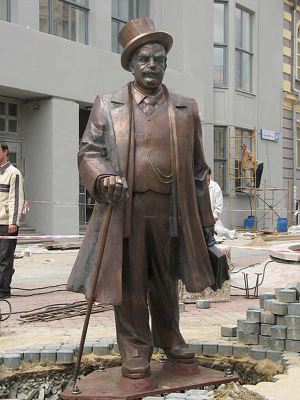 Памятник банкиру - Екатеринбург