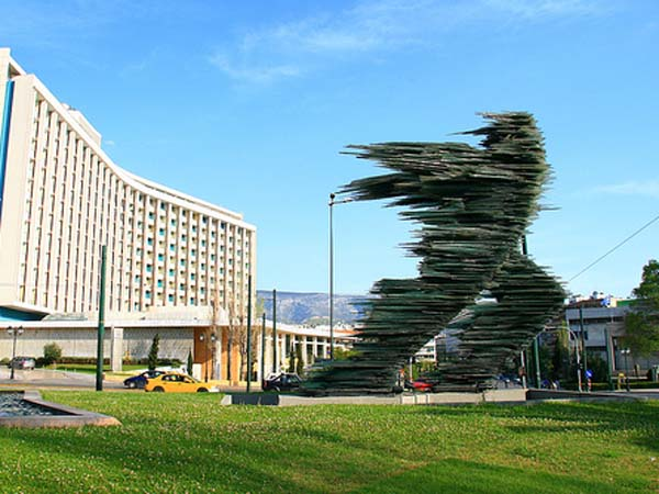 Скульптура бегун в Афинах