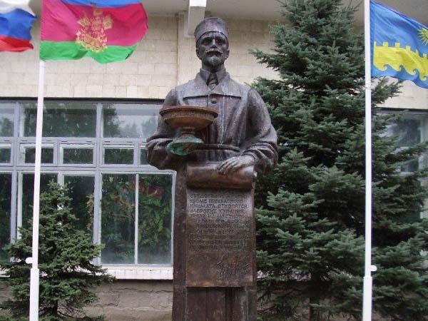 Памятник основателю - Анапа