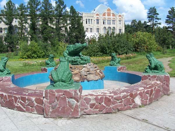 Фонтан с лягушками - Омск