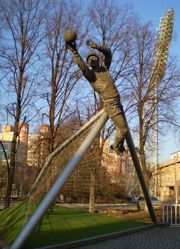 Памятник Льву Яшину - Москва