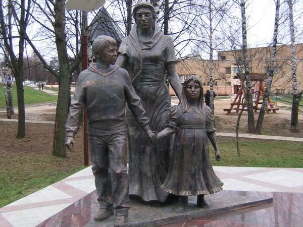 Памятник нашим матерям