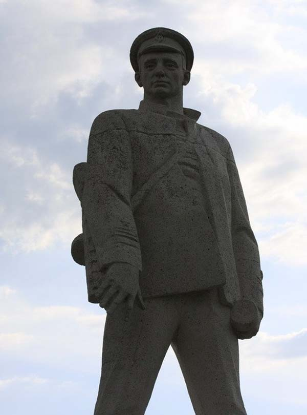 Памятник герою Д.С. Калинину - Анапа