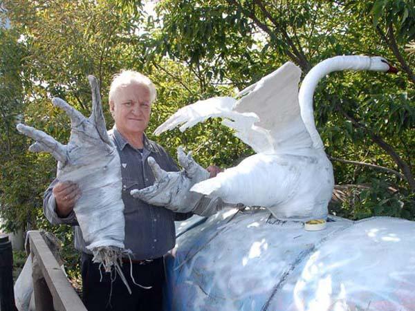 Скульптура лебедя Андрюша