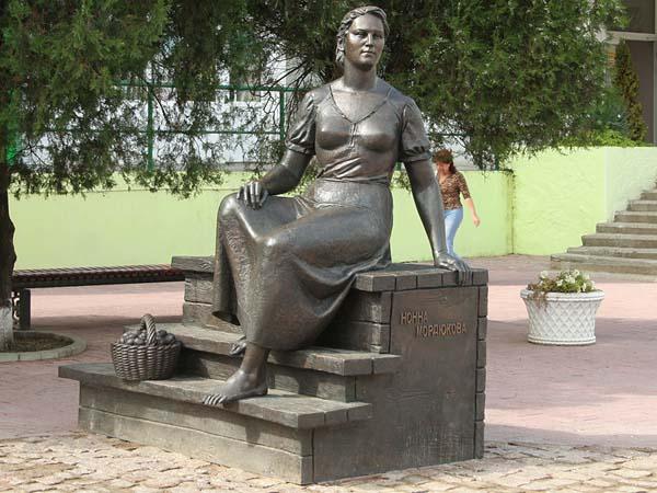 Памятник Ноне Мордюковой - Ейск