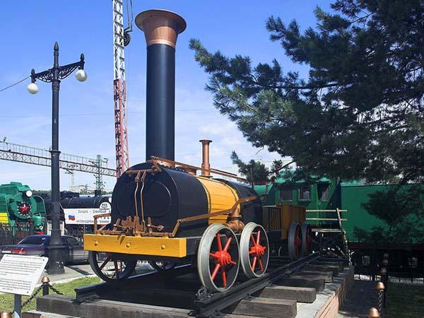 Памятник первому паровозу - ст. Сеятель (Новосибирск)