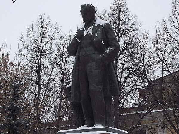 Памятник ученому Д.Н. Прянишникову - Москва