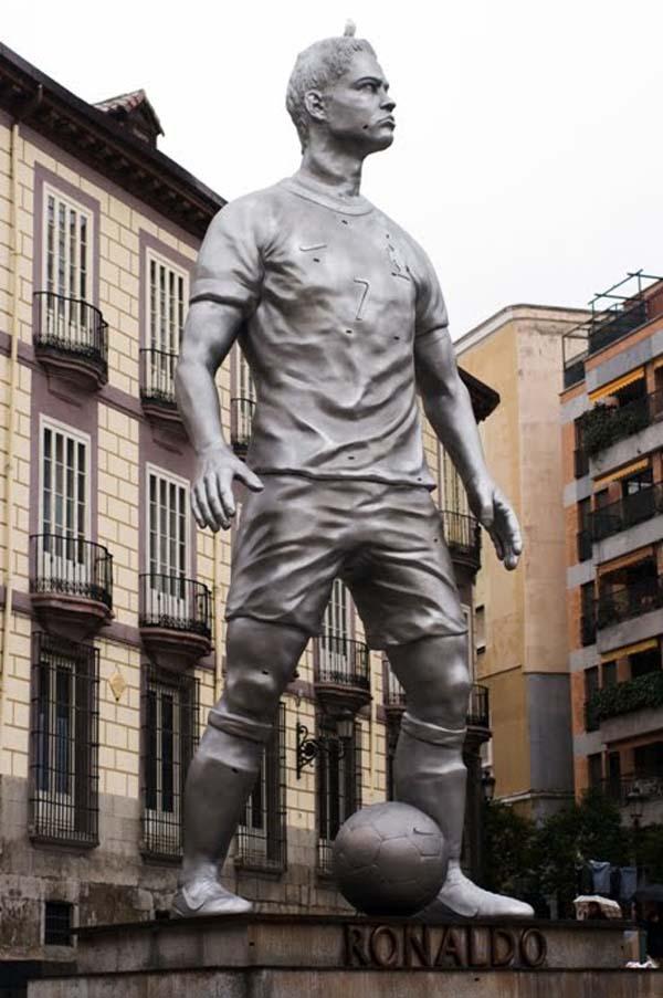 Памятник Рональдо - Мадрид