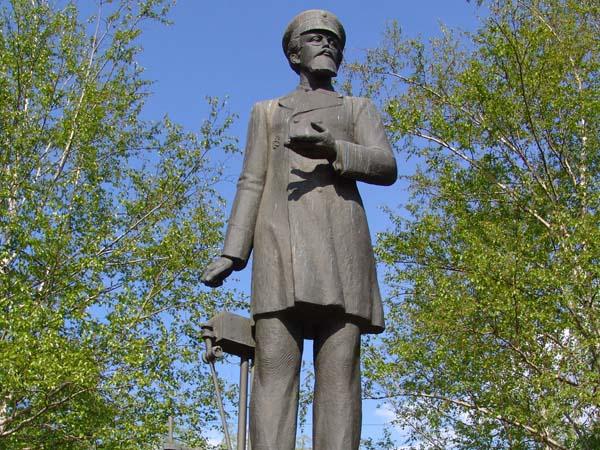 Памятник Н.Г. Славянову в Перми