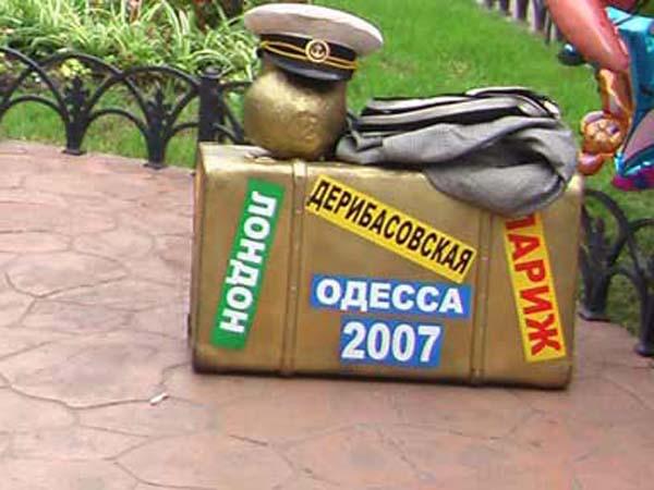 Памятник стулу - Одесса