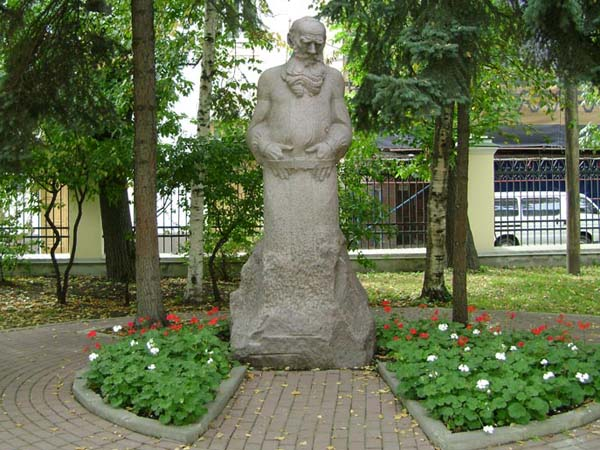 Памятник Л.Н. Толстому - Москва