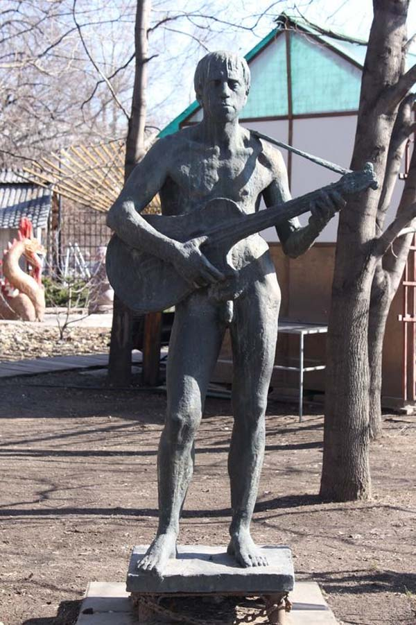 Скульптура Высоцкому - Музеон (Москва)