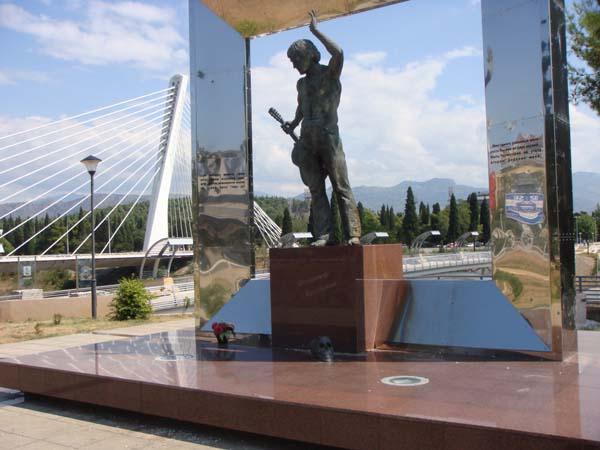 Памятник Высоцкому - Подгорица