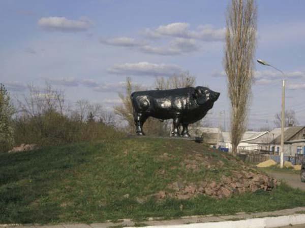 Памятник быку в Воронеже