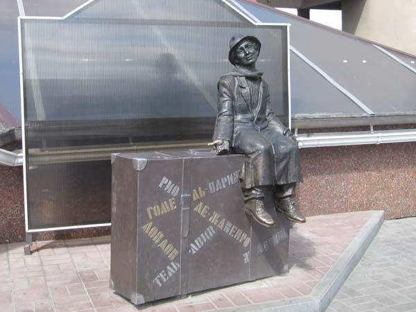 Памятник чемоданное настроение - Гомель