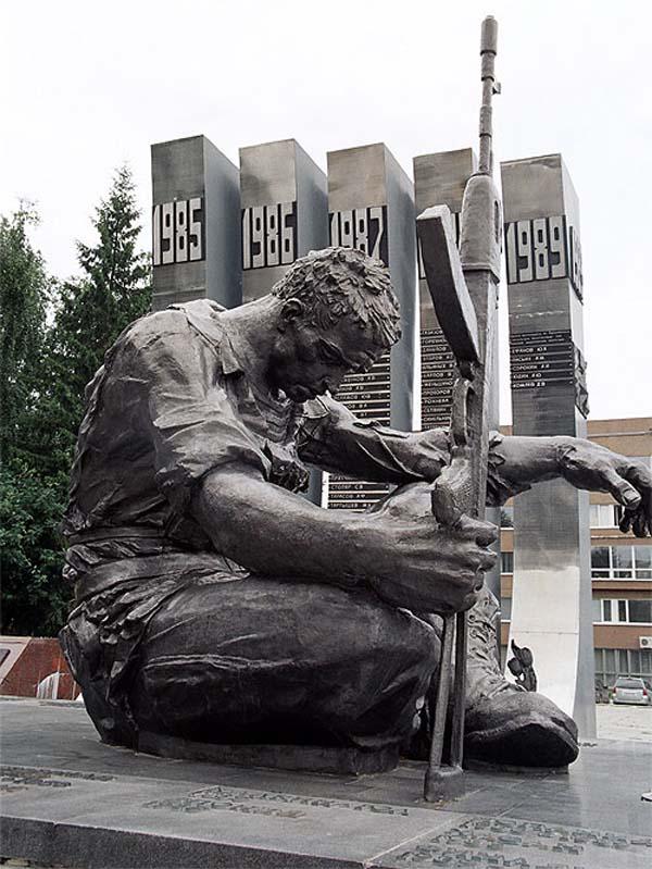 Памятник черный тюльпан в Екатеринбурге