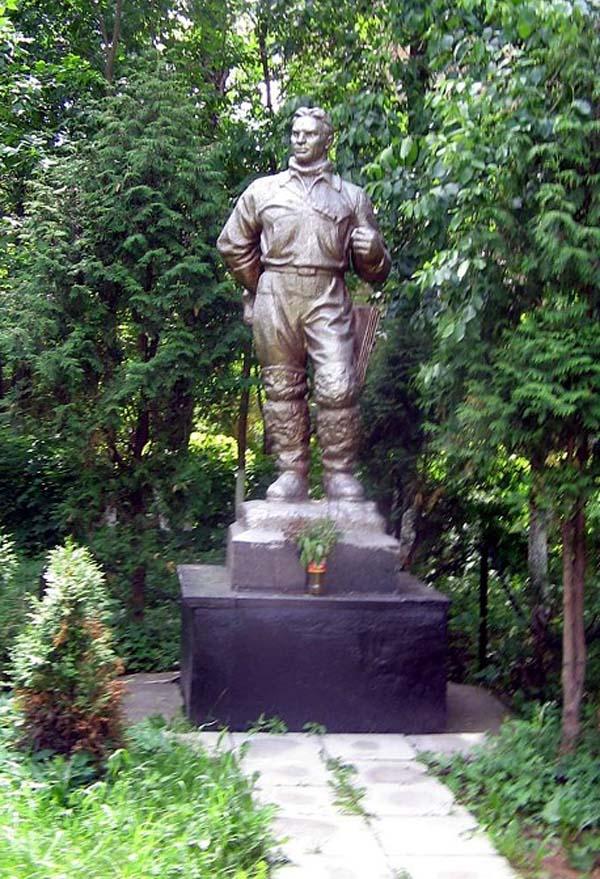 Памятник Чкалову в Химках