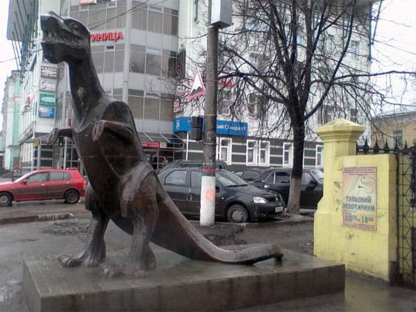 Памятник динозавру в Туле