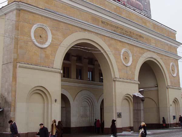Бюст Добрынину в Москве