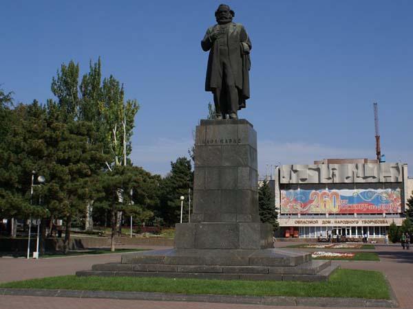 Памятник Карлу Марксу в Ростове-на-Дону