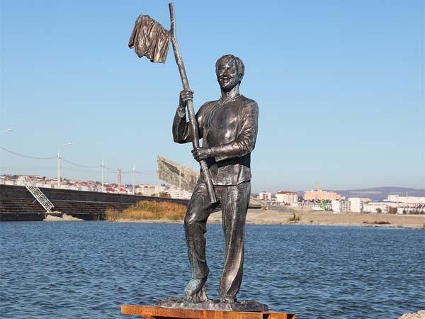 Памятник Геше Козодоеву в Новороссийске