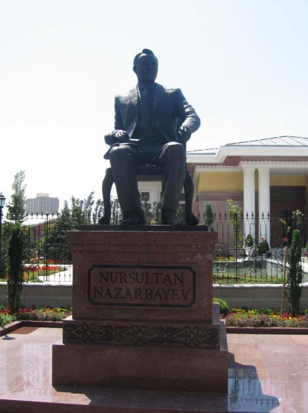 Памятник Нурсултану Назарбаеву в Анкаре