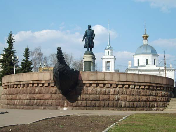 Памятник Никитину в Твери