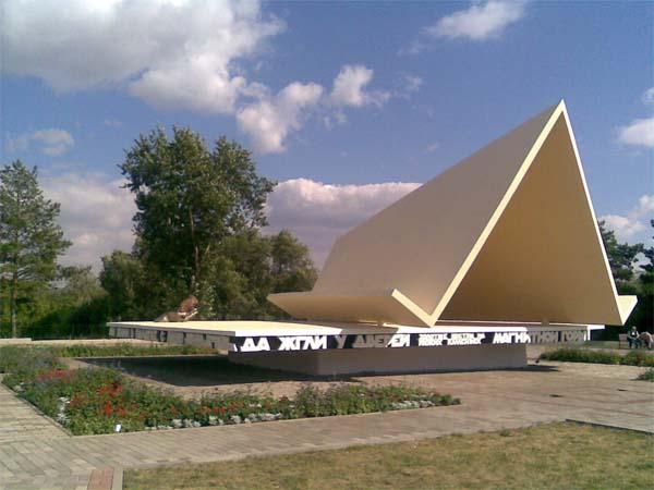 Памятник палатке в Магнитогорске