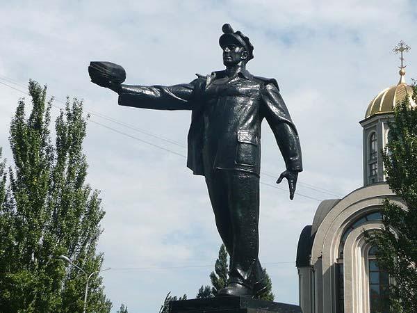 Памятник шахтеру в Донецке