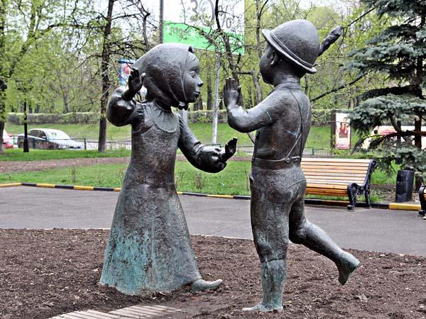 Памятник вечная дружба в Москве