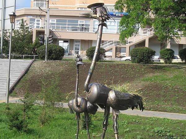 Памятник страусу