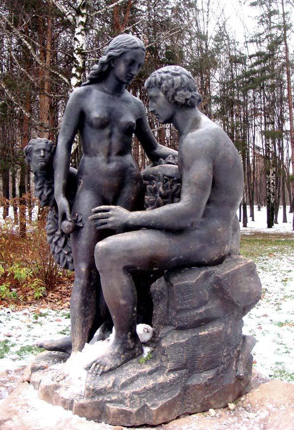 Памятник Адам и Ева в Москве
