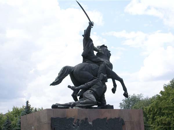 Памятник первоконникам в Ростове-на-Дону