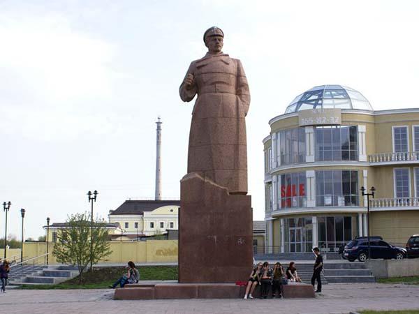Памятник революционеру И.М. Малышеву в Екатеринбурге