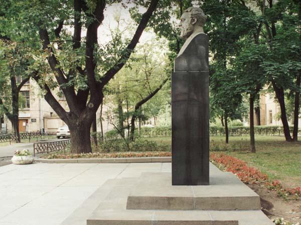 Памятник Филатову в Москве