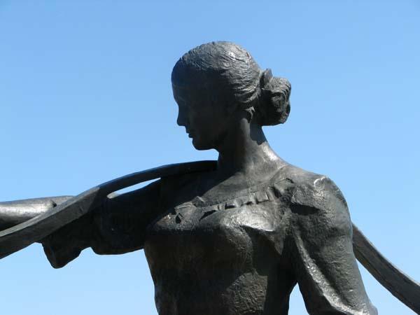 памятник Григорий и Аксинья