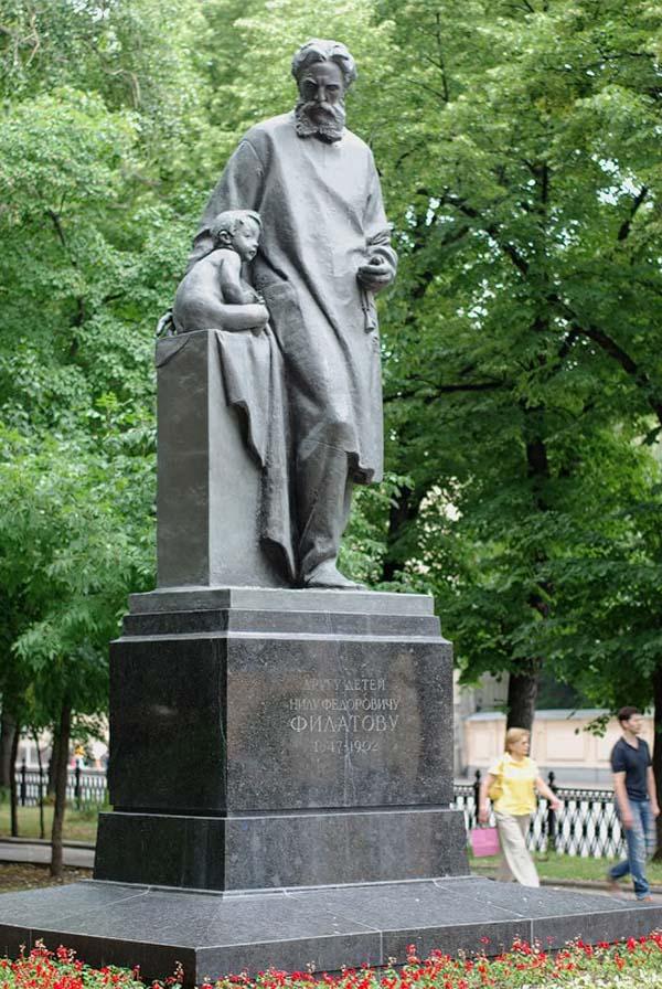 Памятник Н.Ф. Филатову в Москве