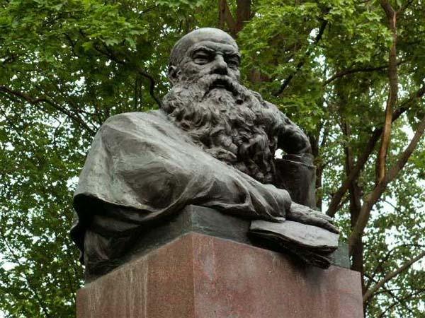 Памятник Турскому М.К. в Москве