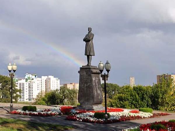 Памятник Бунину в Москве