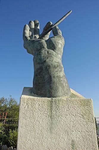 Памятник дирижеру в Коста Бланка