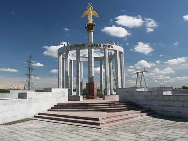 Памятник добрый ангел мира в Москве