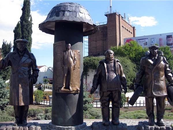 Памятник героям Мимино в Тбилиси