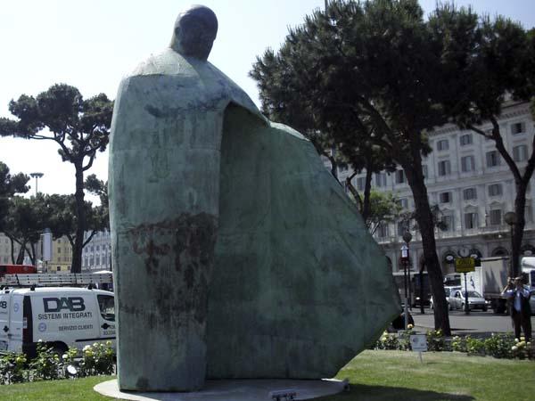 Памятник Иоанну Павлу II в Риме