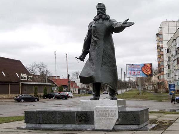 Памятник Н.Н. Бенардосу в Фастове