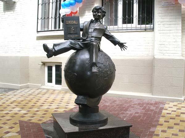 Памятник первокласснику в Ростове-на-Дону
