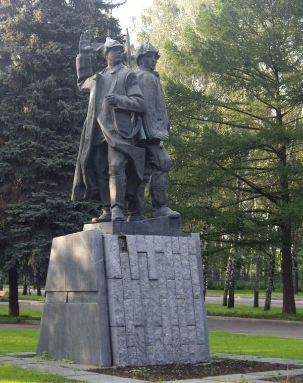 Памятник первым комсомольцам в Москве