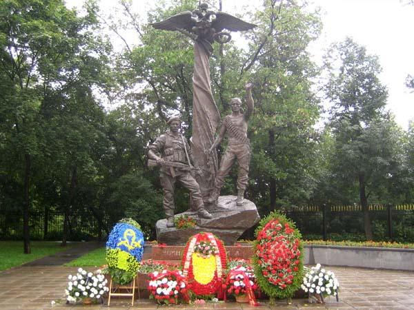 Памятник погибшим десантникам в Москве