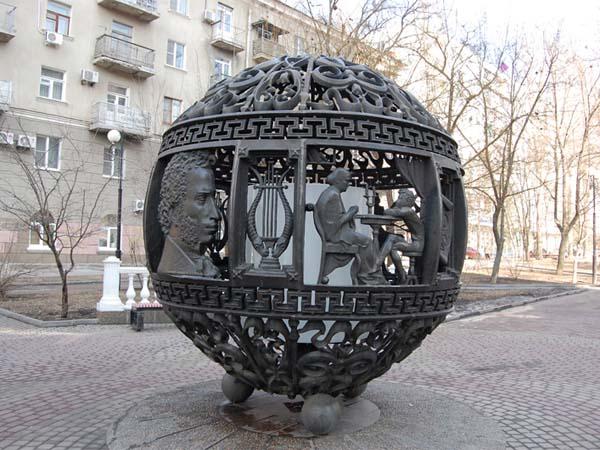 Памятник Пушкинские герои в Ростове-на-Дону