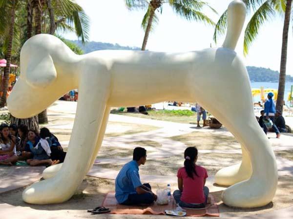 Памятник собаке на Пхукете
