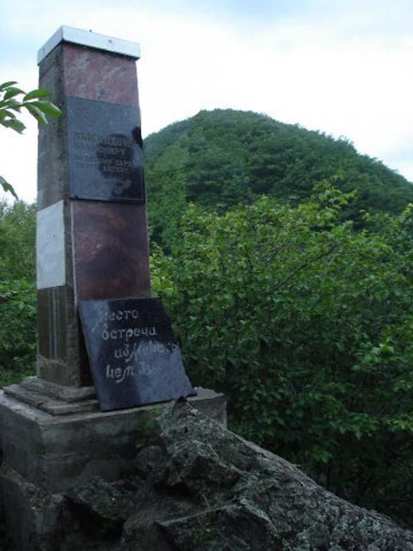 Памятник Высоцкому в селе Беневское